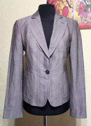 Красивый женский пиджак в мелкую полоску united color of benetton