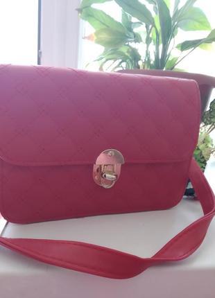 Маленькая красная сумочкп