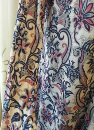 Легкий кардиган накидка в цветочный принт с вензелями5 фото