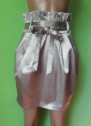 Мега стильная атласная юбка цвет платины