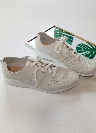 Оригинал!!! супер стильные и мега удобные кожаные кроссовки,  стелька 25,5 см
