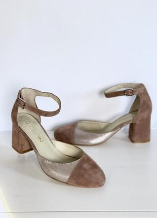 Женские замшевые открытые туфли/босоножки делёнка на широком каблуке