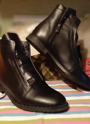 Демисезонные кожаные ботинки 39 р