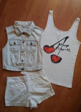 Комплект : джинс.безрукавка + майка с вишенкой . шорты в подарок