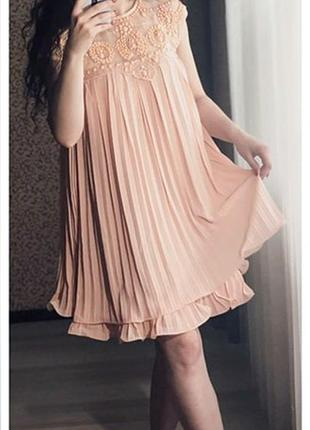 Платье с плиссировкой! размер м.