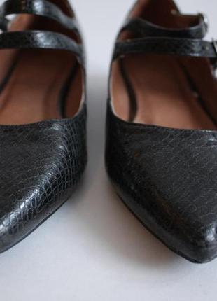 Туфли балетки с ремешками на низком каблуке ходу next 36 размера.3 фото