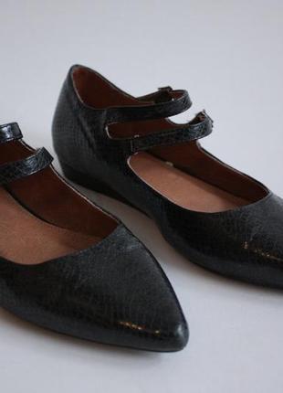 Туфли балетки с ремешками на низком каблуке ходу next 36 размера.