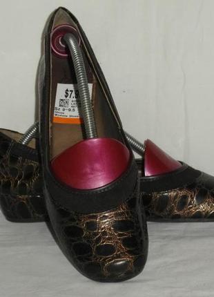 Туфли изготовлено в китае