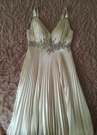 Вечернее платье цвета шампань