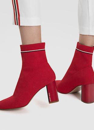 Стильные трендовые ботинки носки