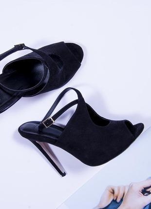 Босоножки из черной замши на высоком каблуке, черные открытые туфли asos