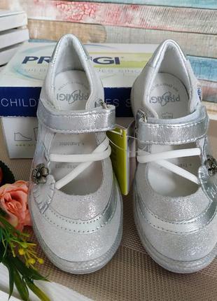 Новые кожаные туфли primigi. разм.24. италия3 фото