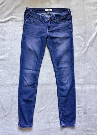 Прямые джинсы с заниженной талией hollister
