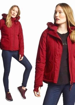 Водоотталкивающая и ветронепродувная куртка британского бренда bench10 фото