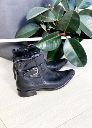 Кожані черевички на низькому каблуку