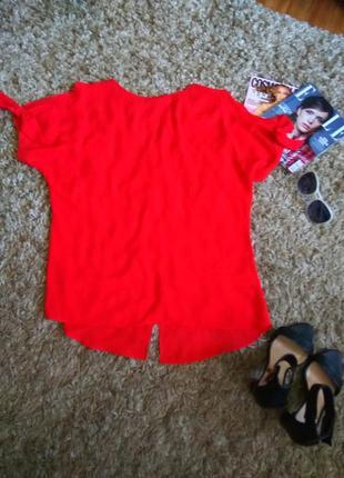 Яркая, нарядная блузка