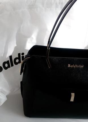 Черная сумка baldinini с внешним карманом из глянцевой кожи, упаковка чек ярлык2 фото