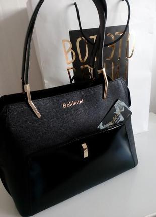 Черная сумка baldinini с внешним карманом из глянцевой кожи, упаковка чек ярлык5 фото