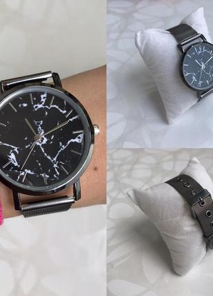 Женские наручные металлические тонкие мраморные часы графит черные1 фото