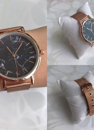 Женские наручные металлические тонкие мраморные часы розовое золото4 фото