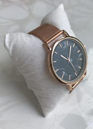 Женские наручные металлические тонкие мраморные часы розовое золото2 фото