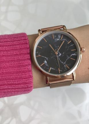 Женские наручные металлические тонкие мраморные часы розовое золото1 фото