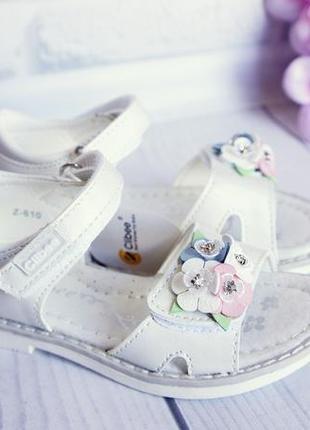 Детские качественные босоножки  с нежным цветочным декором
