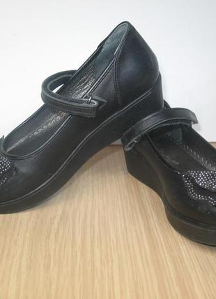 Туфли бу для девочки на танкетке