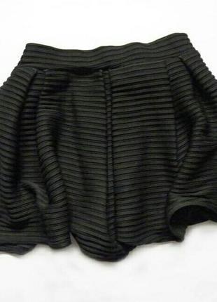 Стильная юбка-шорты с высокой посадкой