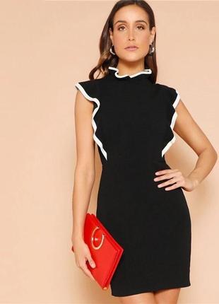Черное платье рюши