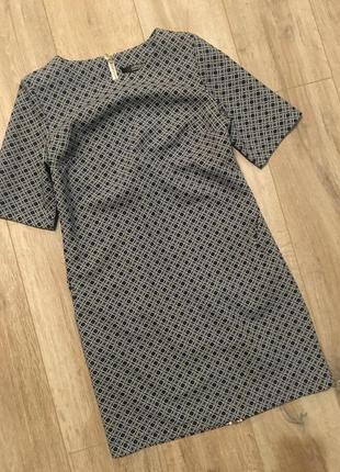 Очаровательное платье а-силуэта