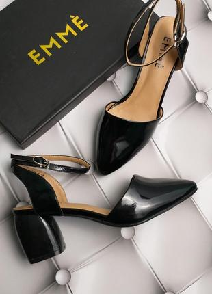 Emmè лаковые кожаные босоножки на фигурном каблуке