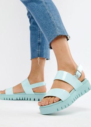 Стильные силиконовые босоножки сандалии на платформе асос asos