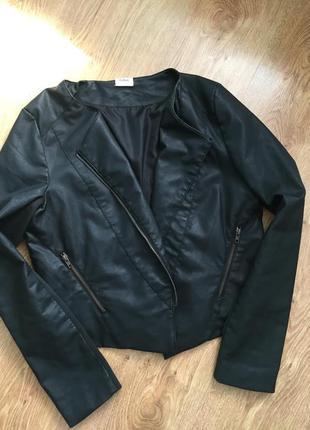 Стильная классная шикарная косуха кожанка куртка