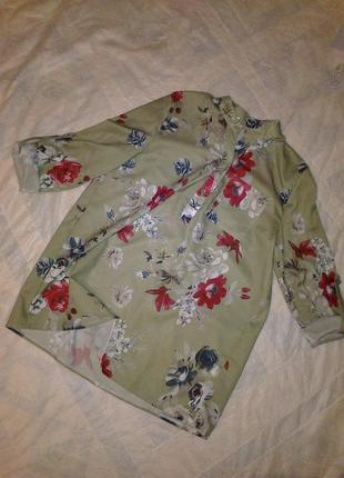 Очень красивая удлинённая блуза в цветы