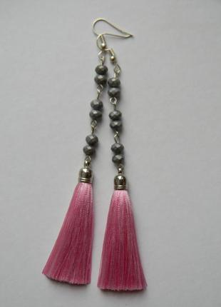Розовые серёжки кисточки с стеклянными матовыми бусинами