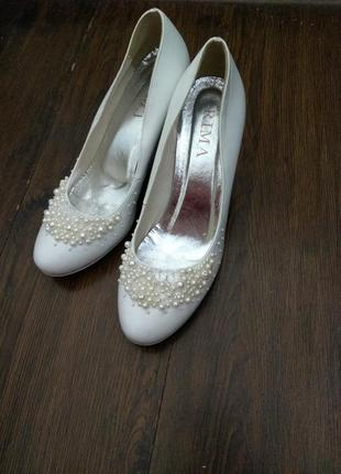 Нежные свадебные туфли