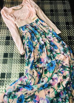 Платье макси в винтажном стиле с плиссированной юбкой