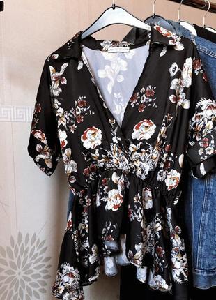 Чёрная блуза в цветочный принт кимоно с баской