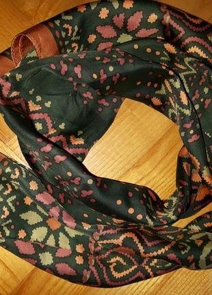 Красивый шелковый шарф в геометрический принт!