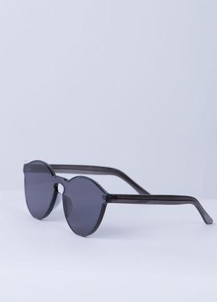 Тренд сезона солнцезащитные и имиджевые очки без оправы, черные, красные,прозрачные