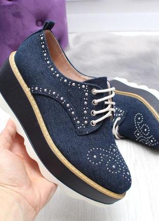 Стильные джинсовые туфли