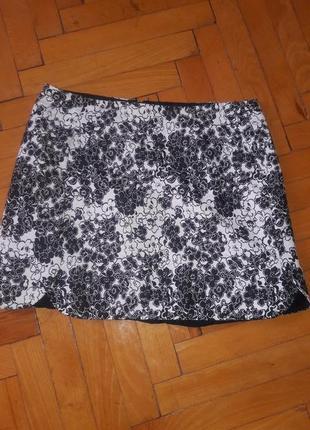 Очень миленькая юбка в цветочный принт