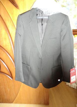 Фирменный пиджак для девочки