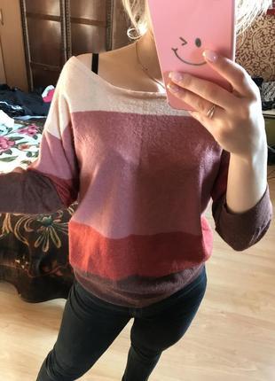 Шерстяной мягкий и одновременно легкий свитер