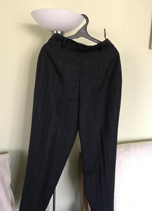 Классические брюки на высокой талии на полных дам