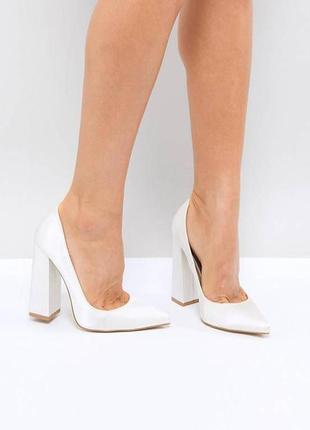 Туфли лодочки с острым носом на толстом блочном каблуке
