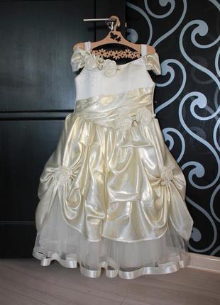 Нарядное пышное платье на 3-6 лет на выпускной в сад