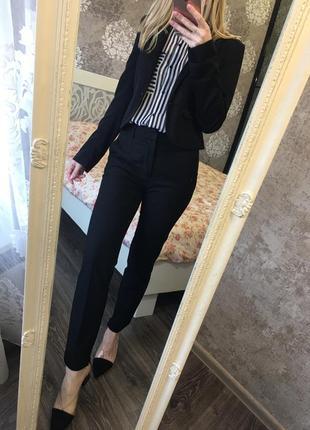 Короткий классический пиджак