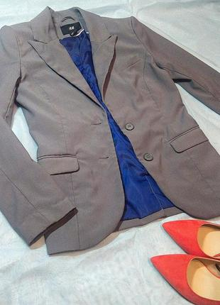 Светло серый пиджак